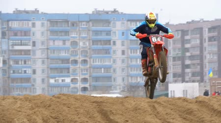 canto : Motocross. Riders jumping. Off-road racing on enduro bikes. Slow motion Stock Footage