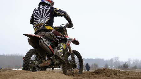 enduro : Motocross. Racer starts his motorcycle on the track. Off-road racing on enduro bikes. Slow motion