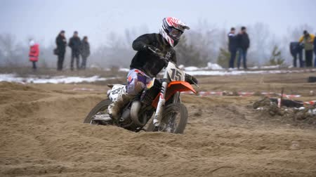 yarışçı : Motocross. Off-road racing on enduro bikes. Slow motion