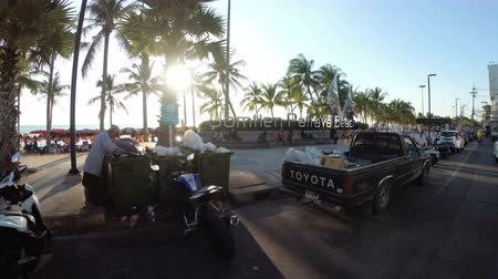 лошадиная сила : POV view on Riding on a motorbike along the Asian embankment of Jomtien. Thailand. Pattaya Стоковые видеозаписи