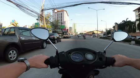 yönlendirmek : POV view on Riding motorbike along the Asian Road Traffic. Thailand, Pattaya