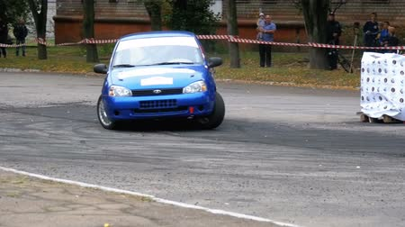 углы : Championship in Rally. Rally Racing on sports cars on the asphalt road in the city Стоковые видеозаписи