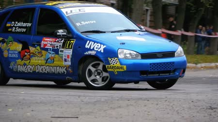 borowina : Championship in Rally. Rally Racing on sports cars on the asphalt road in the city Wideo