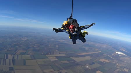 padák : Tandem Skydiving. Tandem Jump. Parachutists in Long Free Fall
