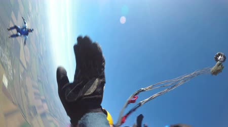 caráter : Tandem Skydiving. The moment of opening the parachute. Tandem Jump. Free Fall