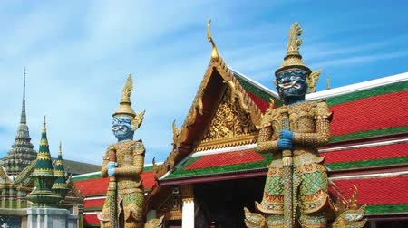 heykel : Demon-guardians at Grand Palace Thailand