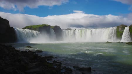 bestemming : Godafoss waterval in IJsland Stockvideo