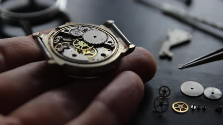 tarcza zegara : Mechanical watch repair