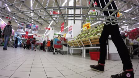 áruk : MOSCOW  MAY 19, 2015: Trolley rolls around the supermarket. Timelapse.