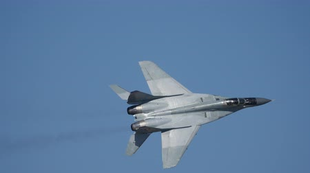 búlgaro : Mikoyan Gurevich MiG 29 Fulcrum High Speed Fly By followed by Full AB After Burner Right Turn at Sofia Air Show. MiG Fighter Jet Plane Pilot is Gen. Radev. Bulgaria 11 Oct. 2014