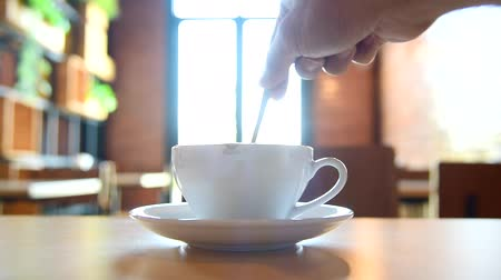カプチーノ : stir the coffee in cup and take to drink