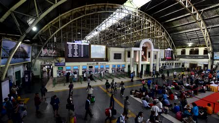 bilet : Bangkok , Thailand - 14 June, 2019 : a lot of people internal Hua Lamphong train station terminal Stok Video