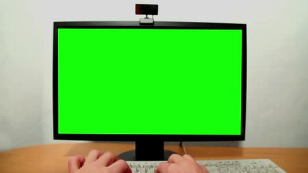 notebooklar : Green screen monitor and keyboard