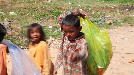 yoksulluk : Poverty. Children. Stok Video