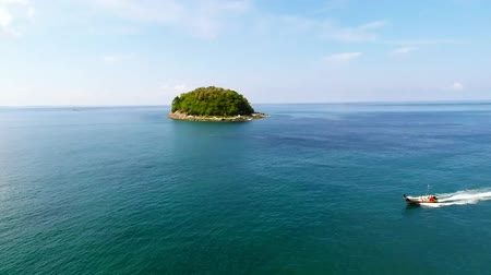 Острова : Island in the ocean from a height of 20 meters.