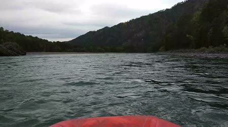 いかだ : Rafting and boating on the Katun River in the Altai in Russia. First-person view.