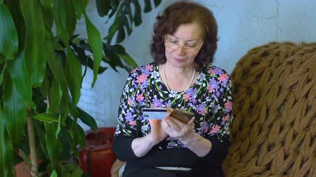 woman at home with phone Стоковые видеозаписи