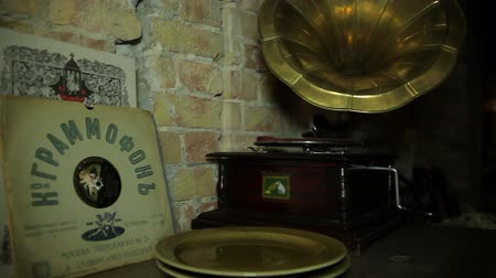 gravar : gramophone on the sewing machine. Are vinyl records. Stock Footage