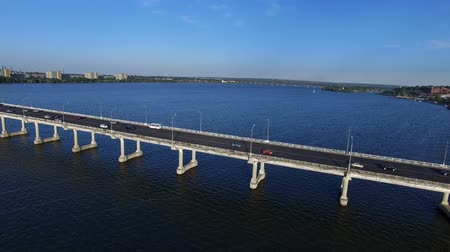 genişleme : Flying Over Road Bridge Across The Dnieper River. On The Bridge Passing Cars. Phantom 3 Professional. Aerial Survey 4K