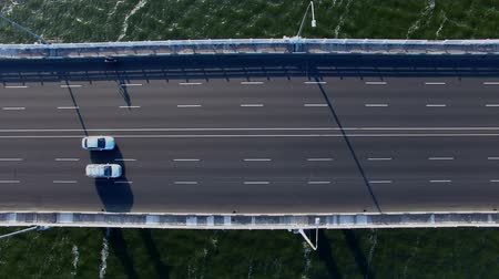 üzerinde : Flying Over Road Bridge Across The Dnieper River. On The Bridge Passing Cars. Phantom 3 Professional. Aerial Survey 4K