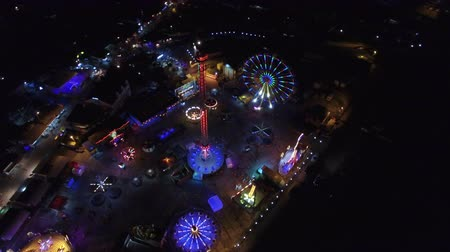 targi : Flying over the amusement park at night