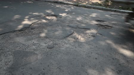 kötü : Potholes on the old highway in the city Stok Video