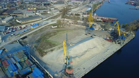 tersane : Aerial survey of a cargo port on the Dnieper River.