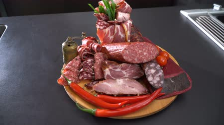 pırasa : Sliced smoked sausage and ham