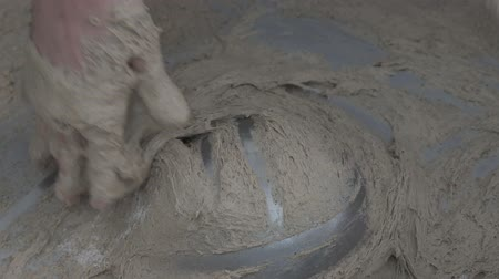 粒状 : Baker makes bread dough. slow motion