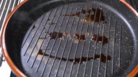 induction cooker : Pour soy sauce in a pan. Slow motion Stock Footage