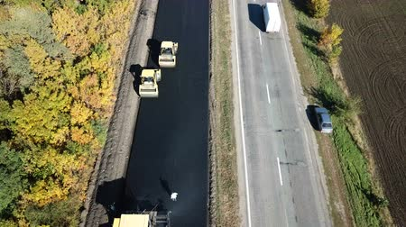 renovar : Ukraine, Dnipro - October 11, 2018: Repair pavement on the highway