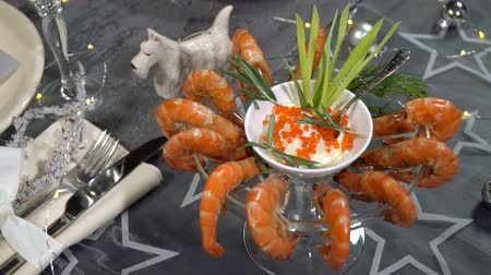 skelný : Festive table with shrimp dish. Slow motion