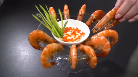 икра : Take ready shrimp with dishes. Slow motion