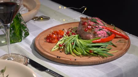 pırasa : Ready steak served on the table. slow motion