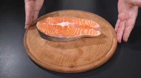 truta : Salmon steak on a cutting board. Slow motion