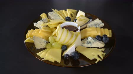 cheese slices : Put the grapes on a plate of cheese