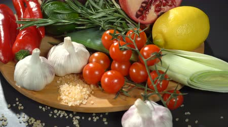 перец чили : Fruits and vegetables on the table