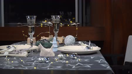 expectativa : Beautiful served festive Christmas table
