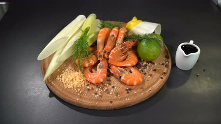 リーキ : Shrimps with spices and citrus