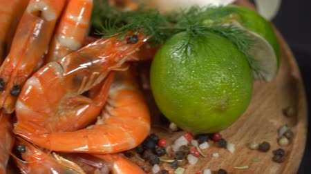 pimenta em grão : Shrimps with spices and citrus
