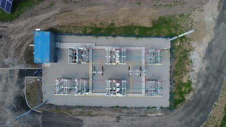 fotovoltaica : Flight over a transformer in a solar power station. Aerial survey Vídeos