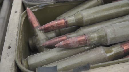 弾薬 : Large-caliber cartridges with a machine gun in a box