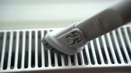 паркет : Do the cleaning of the water radiator in the room with a vacuum cleaner