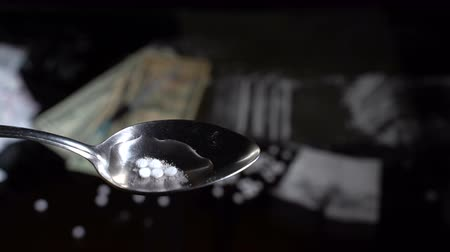 aşırı doz : From the tablets, drugs are boiled in a spoon over a gas burner