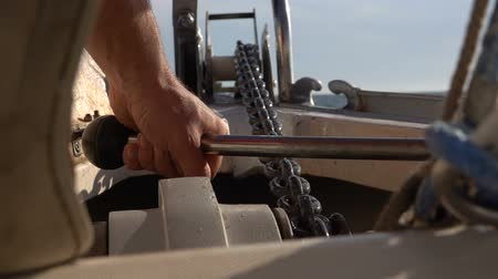 такелаж : On a yacht they raise the anchor chain with an anchor using a winch. Slow motion