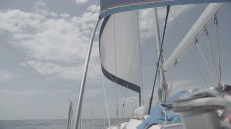 lier : White sail with a mast on a yacht. S-Log3 S-Gamut3 Cine