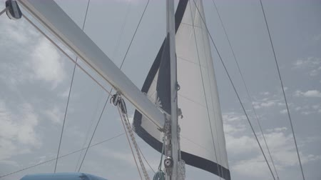 slunečník : White sail with a mast on a yacht. S-Log3 S-Gamut3 Cine