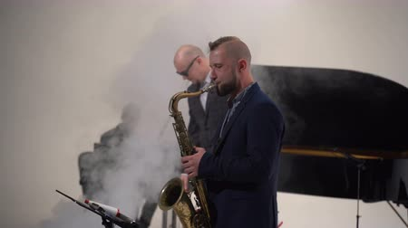 jazz festival : Jazz musician plays the saxophone in a band Stock Footage