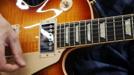 hmatník : Human fingers playing on electric guitar. Professional musician holding pick and playing chords and solo. Man performing jazz or blues on guitar. Guitar music lessons