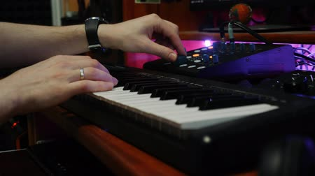 tokmak : Sound engineer working at home music studio with equalizer mixing gear. Male hands playing electric piano at recording studio. Music engineer mixing and mastering pop rock tracks Stok Video